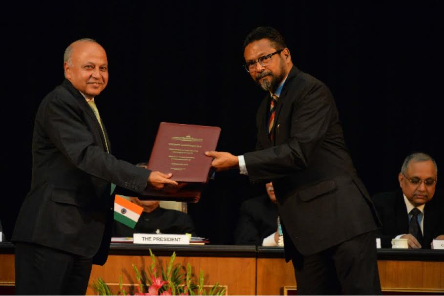 Exchange of MoU between RGNAU and MRO Association of India